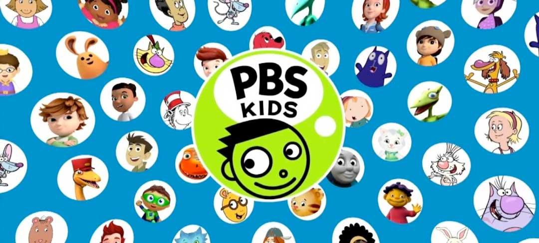 Das Logo von PBS Kids. Unter dem Schriftzug ist ein grüner, grinsender Smiley. Drumherum sind kreisrunde Ausschnitte der bekannten Figuren des Senders.