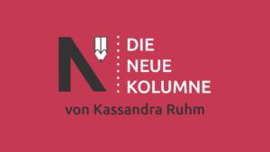 Das Logo von Die Neue Norm auf pinkem Grund. Rechts davon steht: die Neue Kolumne. Unten steht: von Kassandra Ruhm.